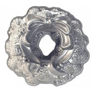 Nordic Ware Holiday Wreath Bundt Cake Pan